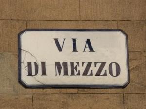 Via di Mezzo